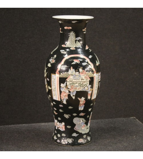 Chinese vase in chiseled and painted ceramic