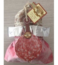 Sopressa Valligiana Family 1,0 Kg. vacuum packed in a red-gray bag