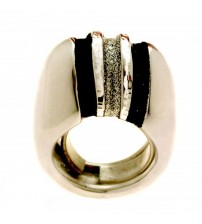 large and bright glaze silver ring
